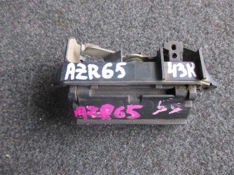 Ручка задней двери Toyota Noah AZR65 (б/у)