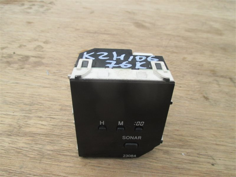 Часы Toyota Hiace KZH106 (б/у)