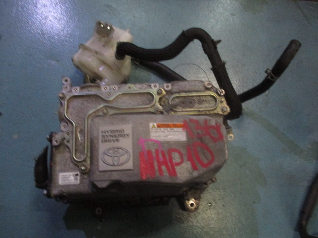 Инвертор Toyota Aqua NHP10 (б/у)