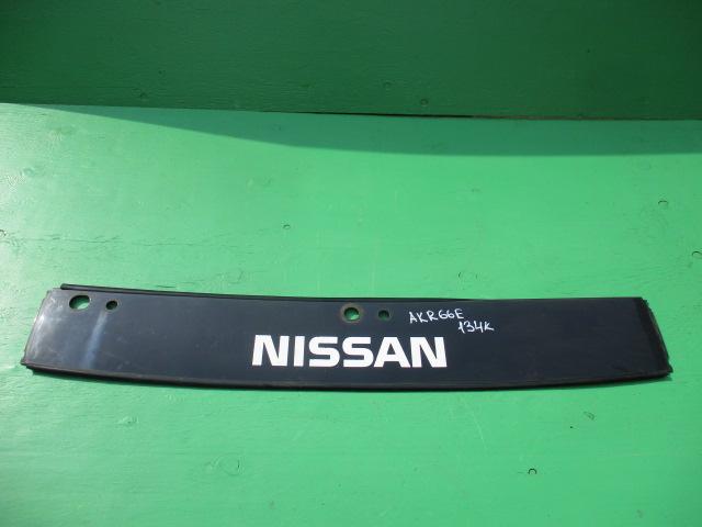Решетка радиатора Nissan Atlas AKR66E (б/у)