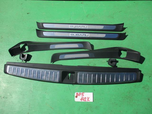 Порожек пластиковый Subaru Legacy BP5 (б/у)