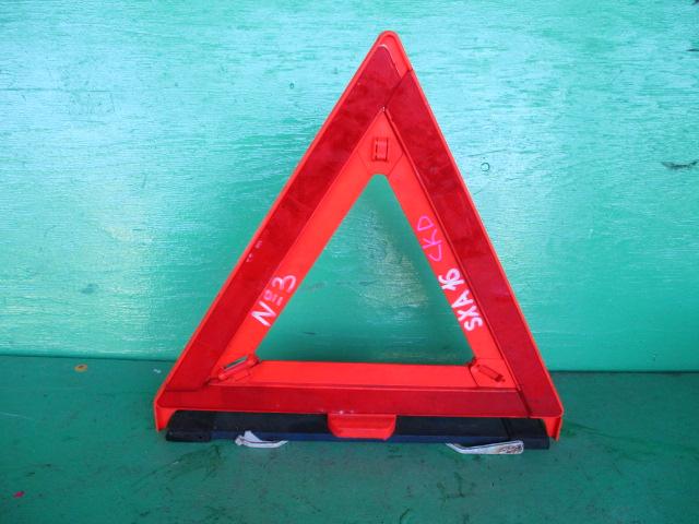 Знак аварийной остановки Toyota Rav4 SXA16 (б/у)