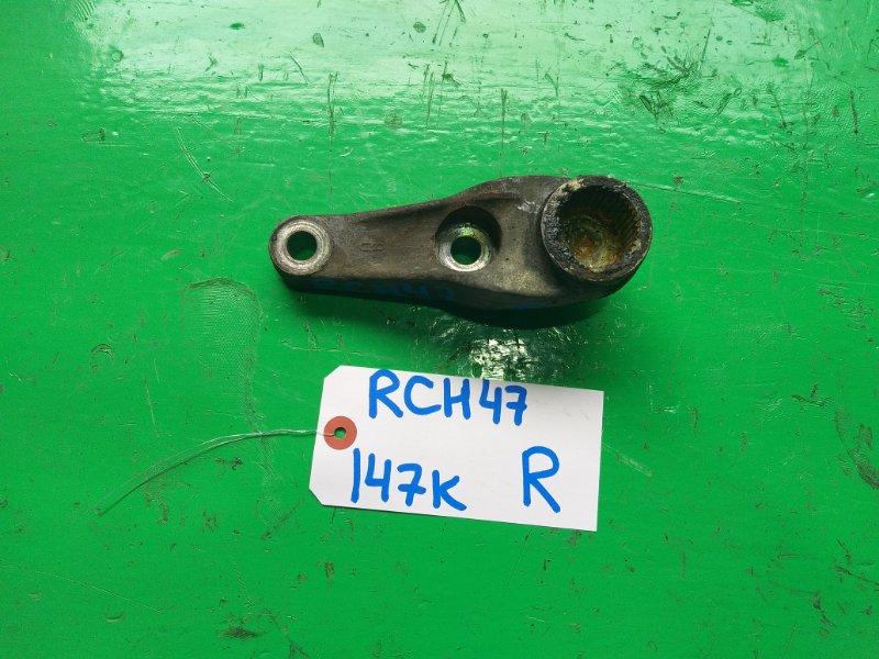 Крепление торсиона Toyota Regius RCH47 правое (б/у)