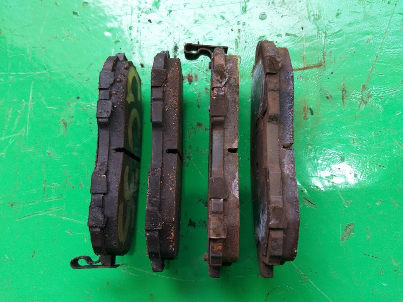 Тормозные колодки Nissan Laurel C35 переднее (б/у)
