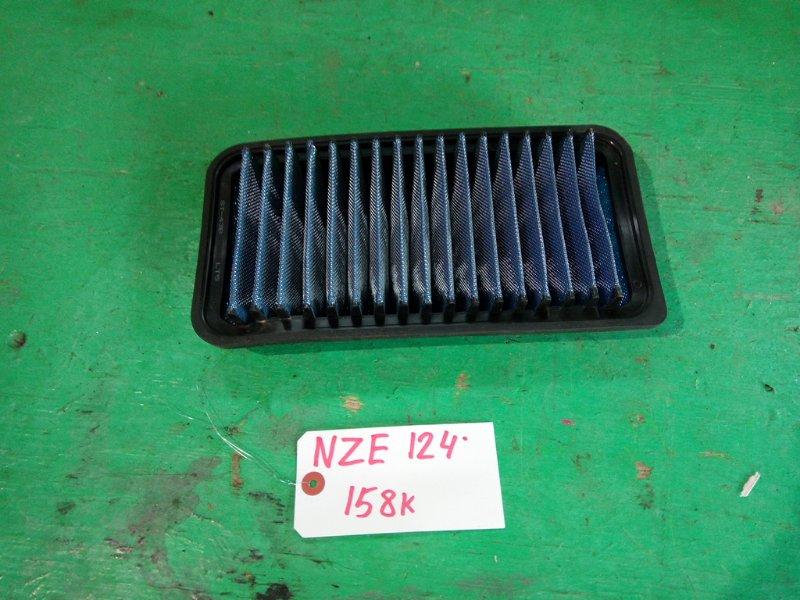 Фильтр воздушный Toyota Fielder NZE124 (б/у) лежит где колодки