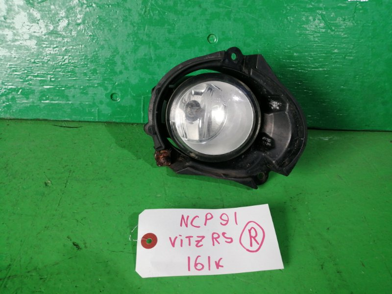 Туманка Toyota Vitz NCP91 правая (б/у)