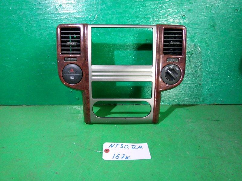 Консоль магнитофона Nissan Xtrail NT30 (б/у)
