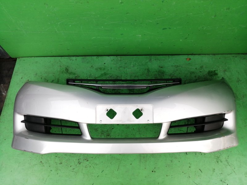 Бампер Toyota Wish ZGE25 передний (б/у)