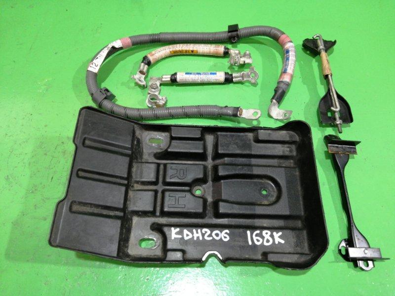 Кожух аккумулятора Toyota Hiace KDH206 (б/у)