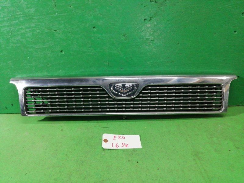 Решетка радиатора Nissan Caravan E24 (б/у)