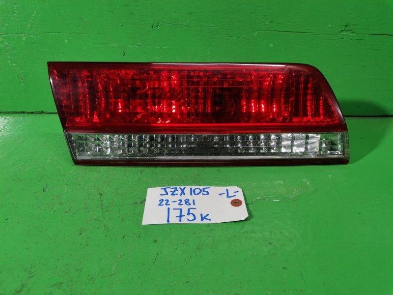 Вставка между стопов Toyota Mark Ii JZX105 (б/у)