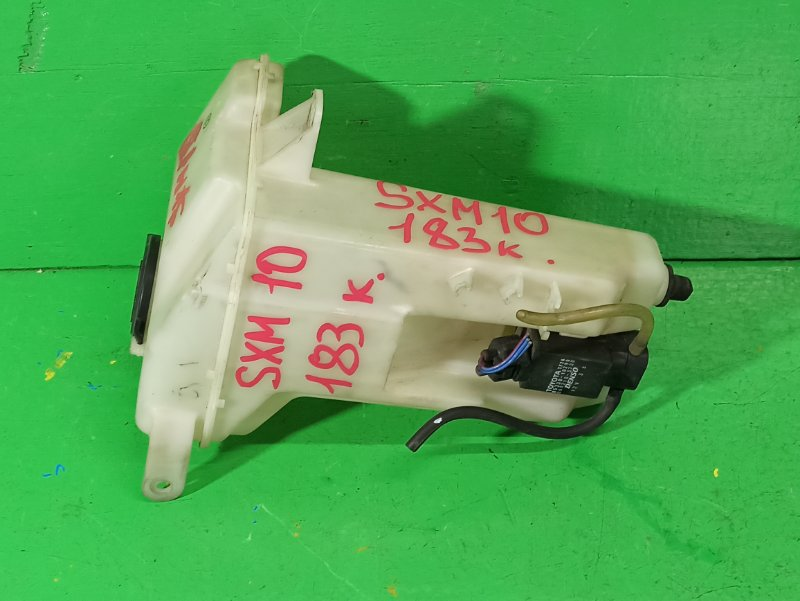 Бачок стеклоомывателя Toyota Ipsum SXM10 (б/у)