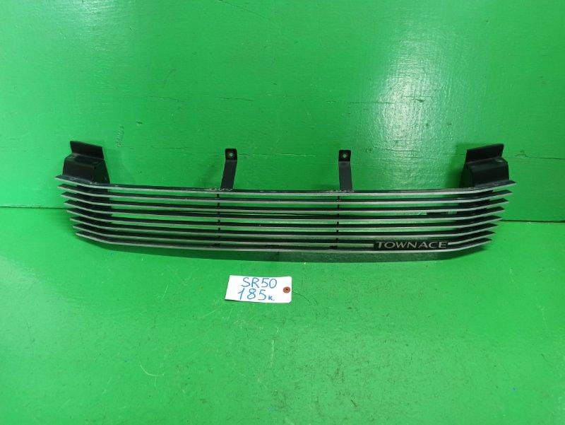 Решетка радиатора Toyota Noah SR50 (б/у)