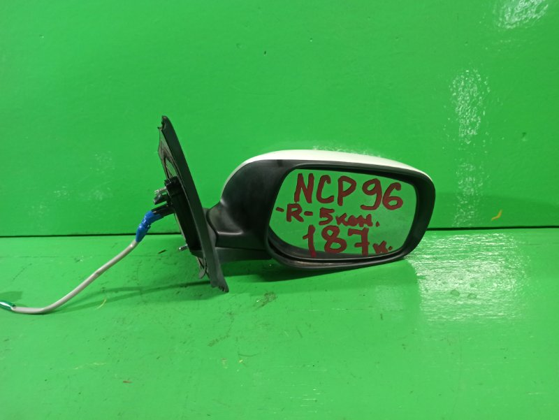 Зеркало Toyota Belta NCP96 правое (б/у)