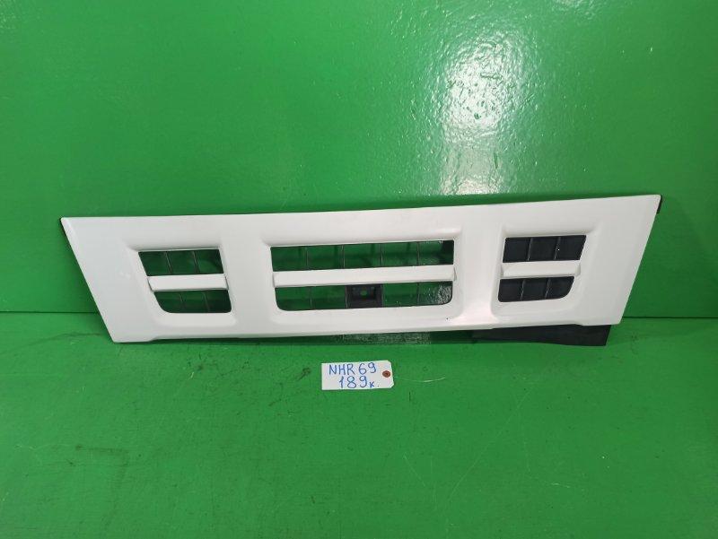 Решетка радиатора Isuzu Elf NHR69E (б/у)