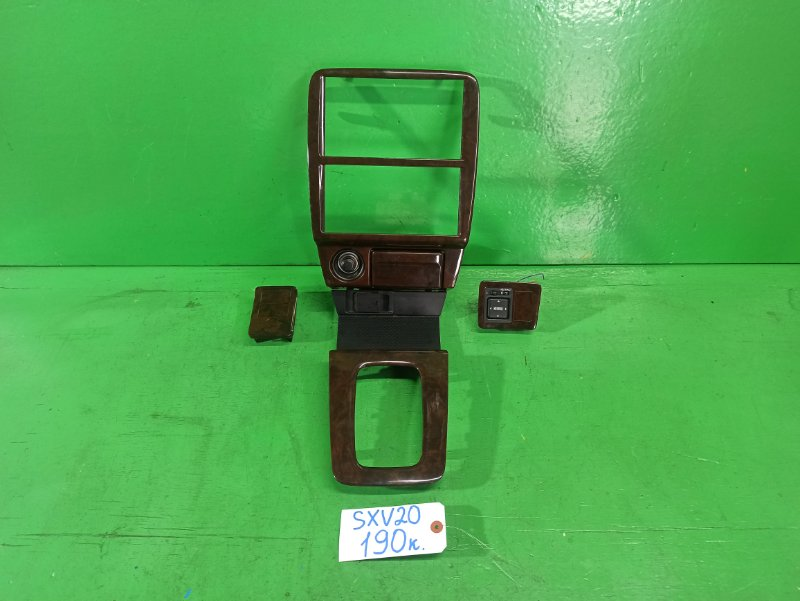 Консоль магнитофона Toyota Camry Gracia SXV20 (б/у)
