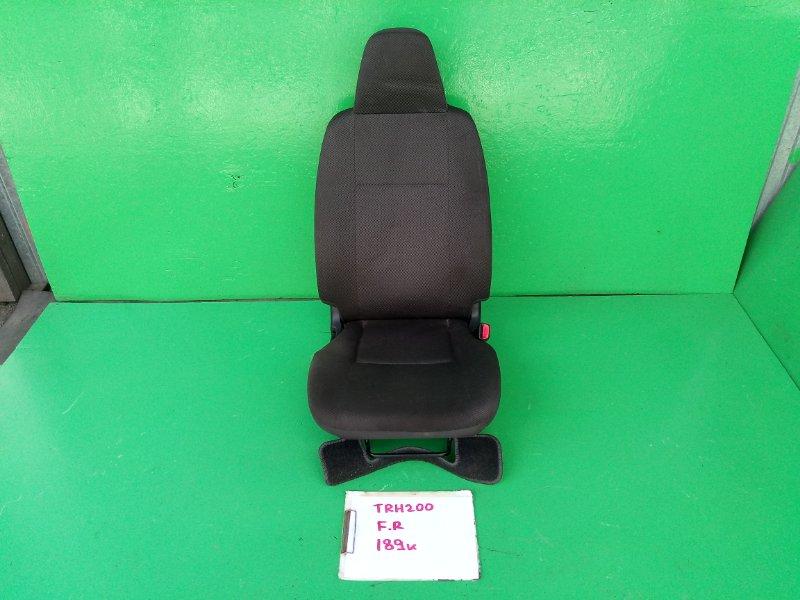 Сидение Toyota Hiace TRH200 переднее правое (б/у)