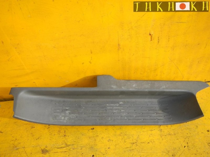 Порожек пластиковый Toyota Voxy ZRR75 передний правый (б/у)