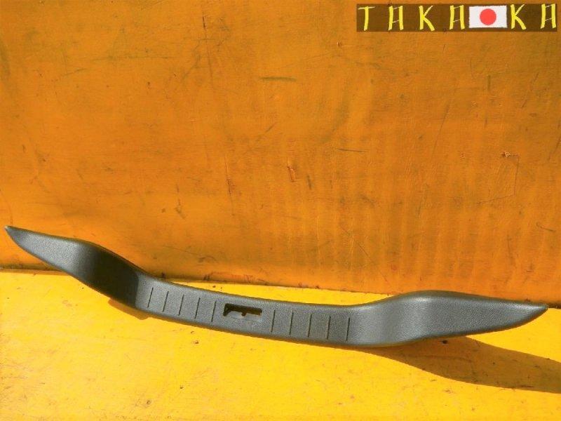 Пластик замка багажника Nissan Skyline CKV36 (б/у)