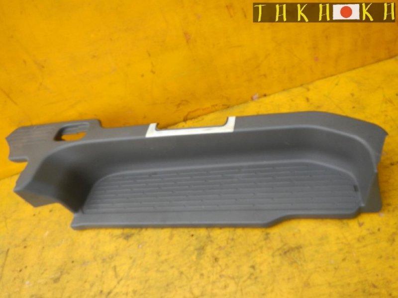 Порожек пластиковый Toyota Voxy ZRR75 задний правый (б/у)
