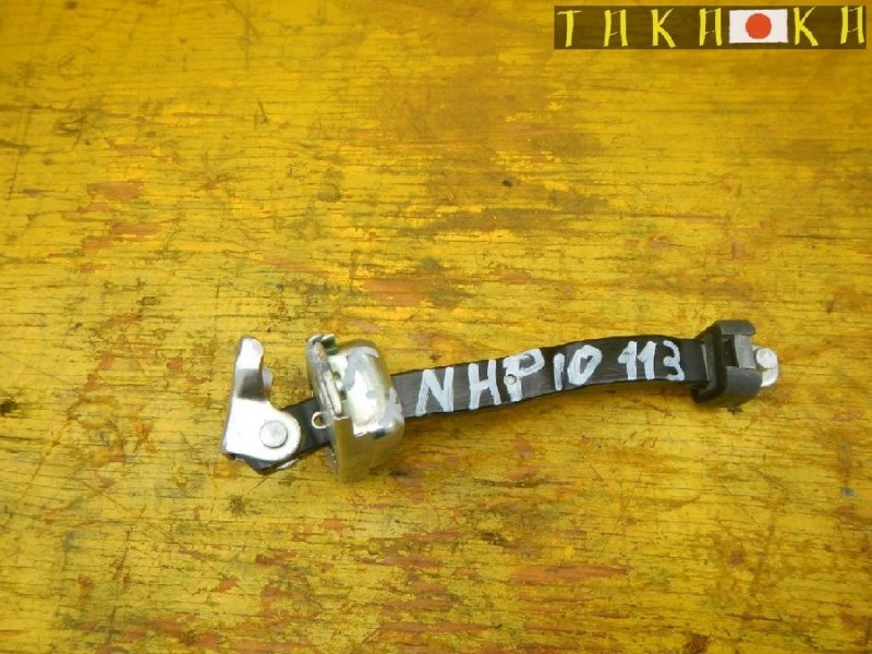 Ограничитель двери Toyota Aqua NHP10 передний правый (б/у)