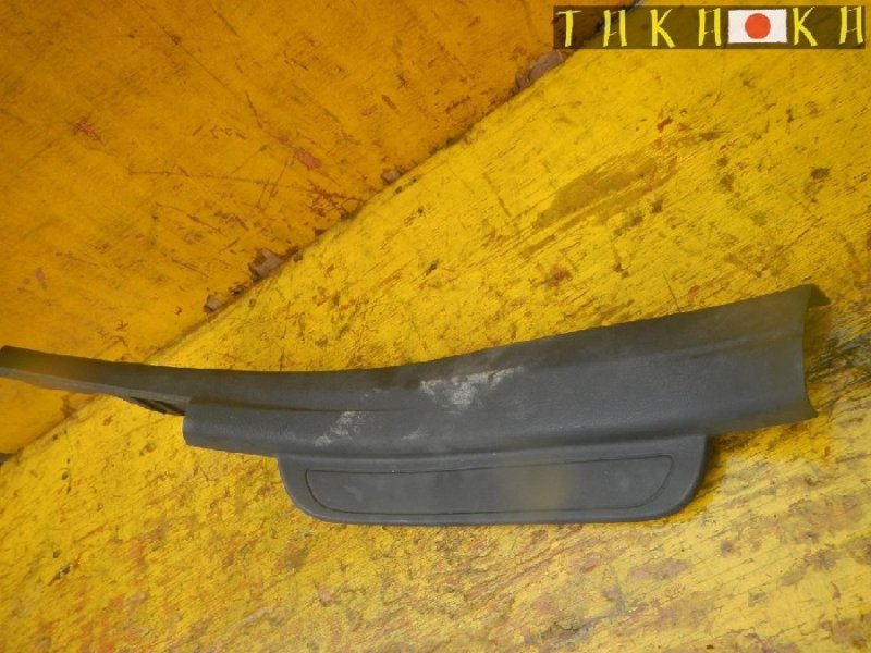 Порожек пластиковый Toyota Corolla Fielder NZE141 задний правый (б/у)