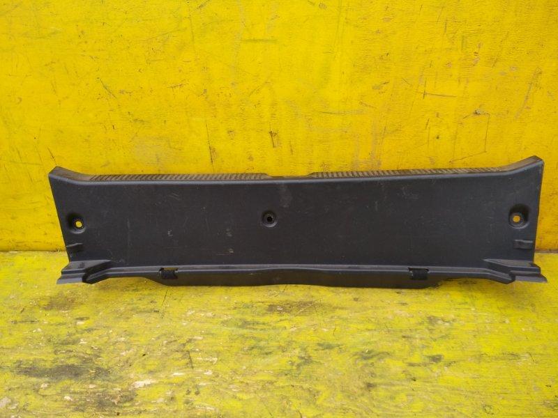 Пластик замка багажника Toyota Sai AZK10 2AZFXE задний (б/у)