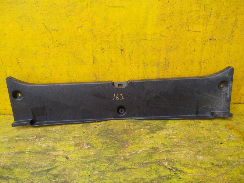 Пластик замка багажника Toyota Mark X GRX130 4GRFSE задний (б/у)