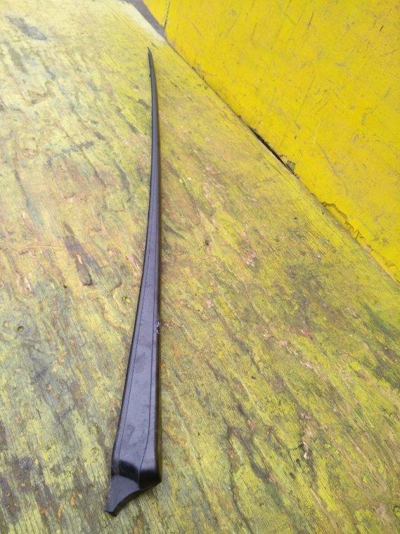 Молдинг лобового стекла Honda Fit GP6 L13B передний левый (б/у)