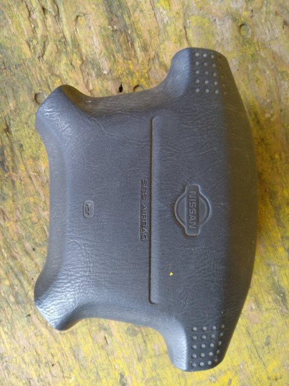 Airbag водительский Nissan Elgrand ATWE50 QD32ETI 10.1998 передний (б/у)