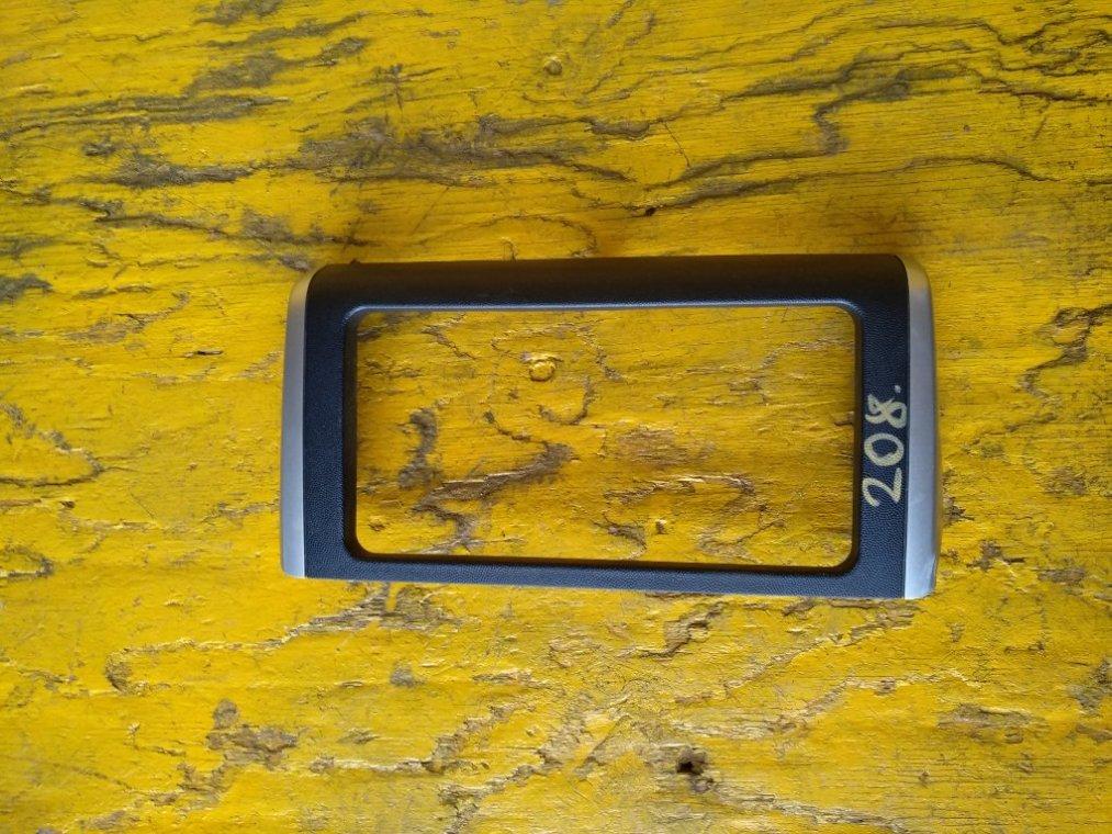 Консоль магнитофона Toyota Wish ZGE20 2ZRFAE передний (б/у)