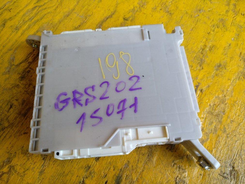 Блок предохранителей Toyota Crown GRS200 3GRFSE передний (б/у)