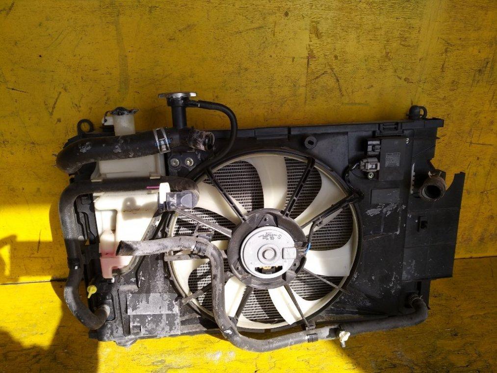 Радиатор основной Toyota Aqua NHP10 1NZFXE передний (б/у)