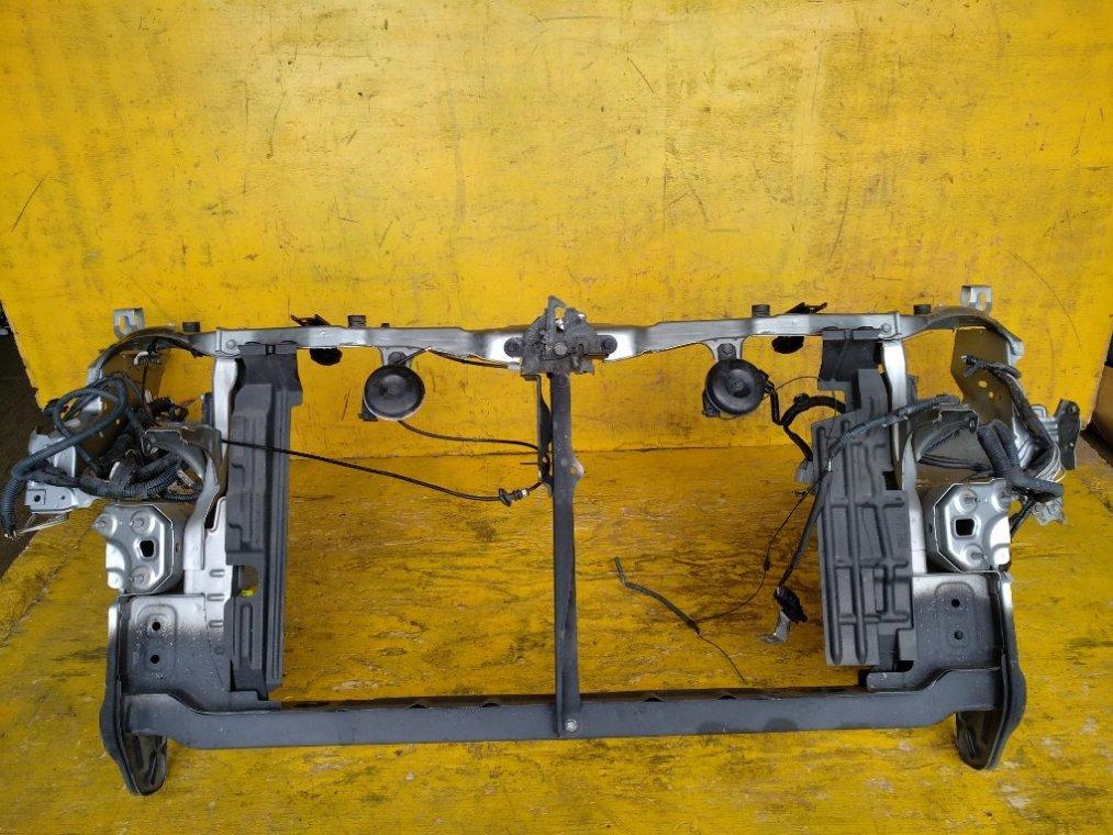 Рамка радиатора Toyota Wish ZGE20 2ZRFAE передняя (б/у)
