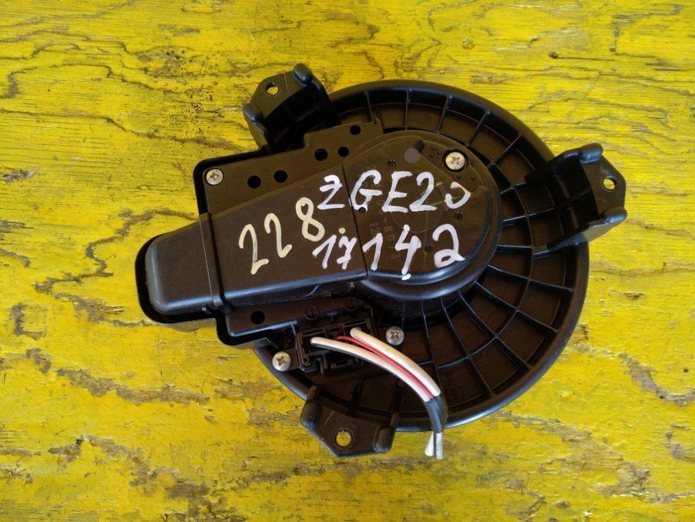 Мотор печки Toyota Wish ZGE20 2ZRFAE передний (б/у)