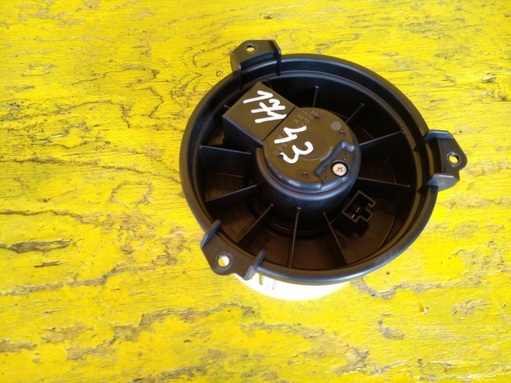 Мотор печки Toyota Voxy ZRR70 3ZR-FAE задний (б/у)