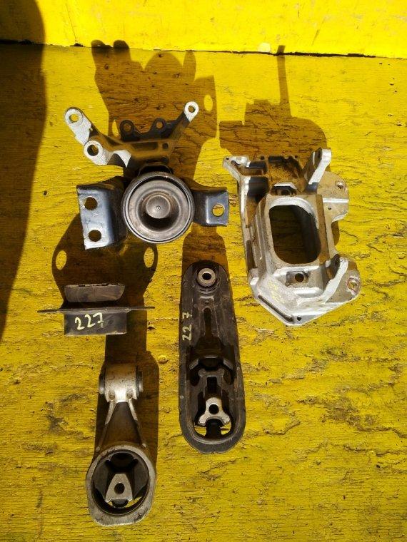 Подушка двигателя Nissan Sylphy TB17 MRA8 (б/у)