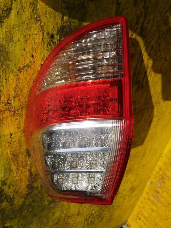 Стоп-сигнал Toyota Vanguard GSA33 2AZFE задний правый (б/у)