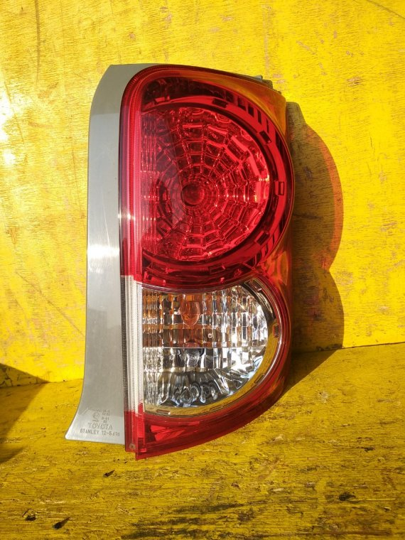 Стоп-сигнал Toyota Corolla Rumion NZE151N 1NZFE задний правый (б/у)