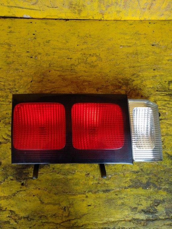 Вставка между стопов Toyota Granvia RCH11W 1KZTE задняя левая (б/у)