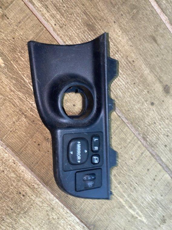 Блок управления зеркалами Toyota Aqua NHP10 (б/у)