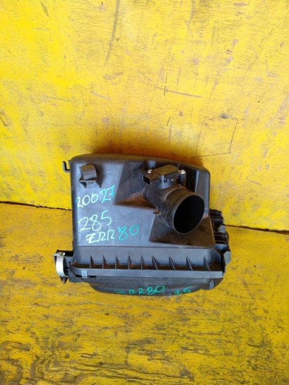 Корпус воздушного фильтра Toyota Voxy ZRR80 3ZRFAE (б/у)