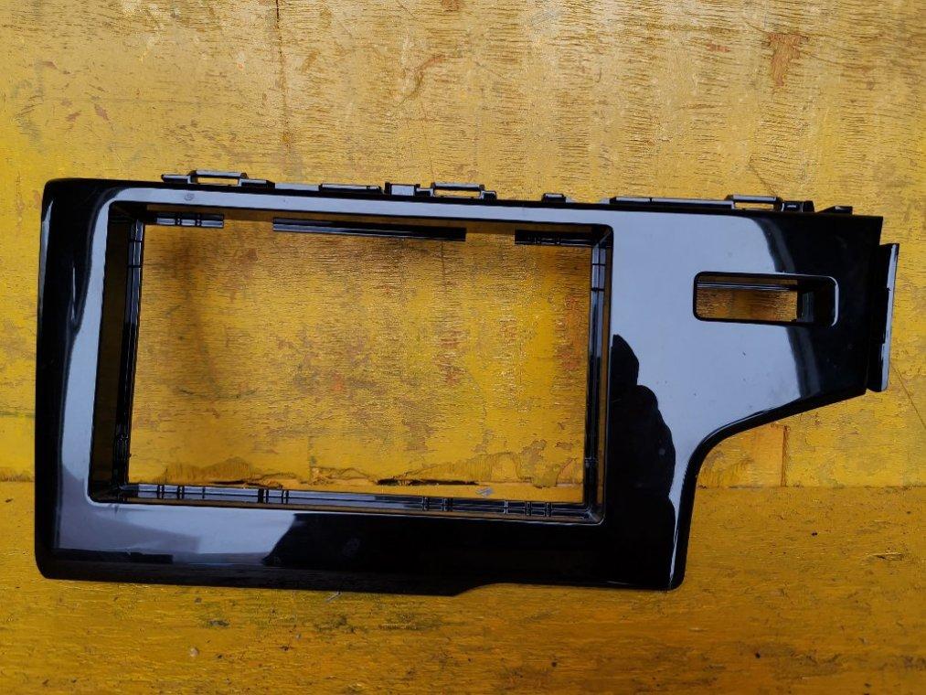 Консоль магнитофона Honda Fit GP5 LEB-H1 (б/у)
