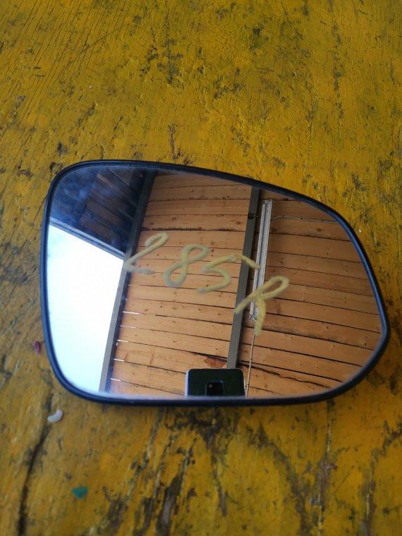 Зеркало Toyota Voxy ZRR80 3ZRFAE правое (б/у)