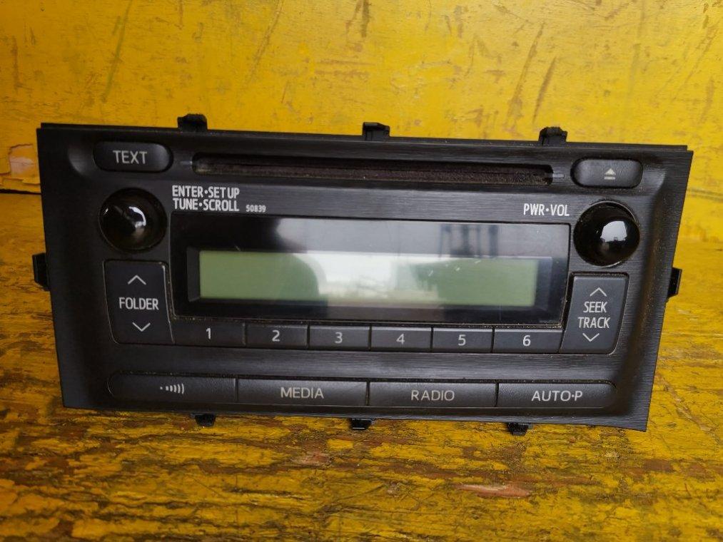 Магнитофон Toyota Aqua NHP10 1NZFXE (б/у)