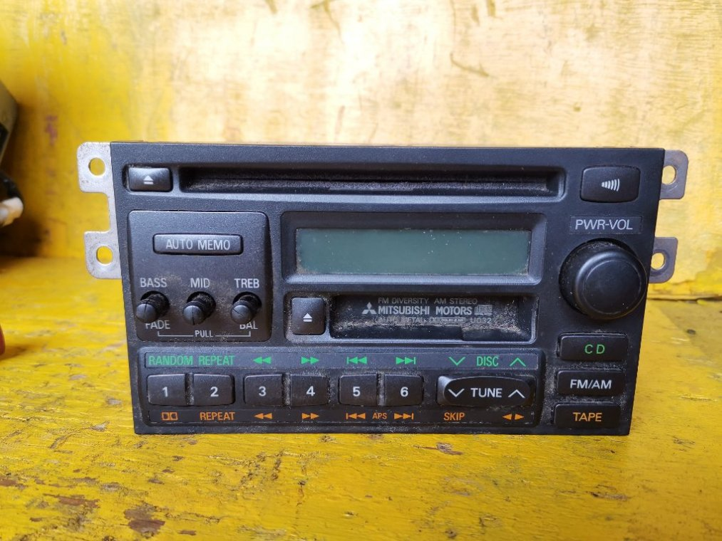 Магнитофон Mitsubishi Pajero V78W 4M41 (б/у)