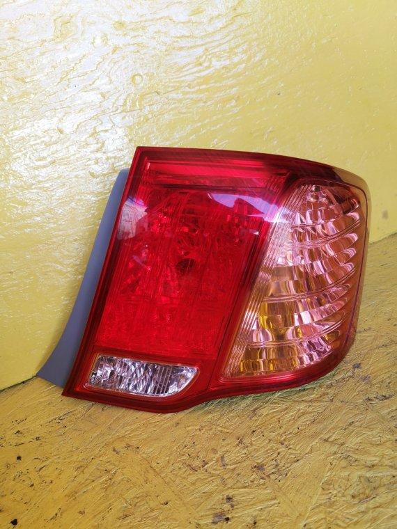 Стоп-сигнал Toyota Corolla Axio NZE144 1NZ-FE правый (б/у)