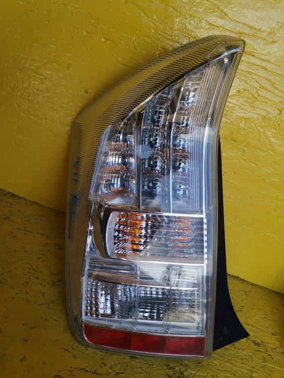 Стоп-сигнал Toyota Prius ZVW30 2ZR-FXE левый (б/у)