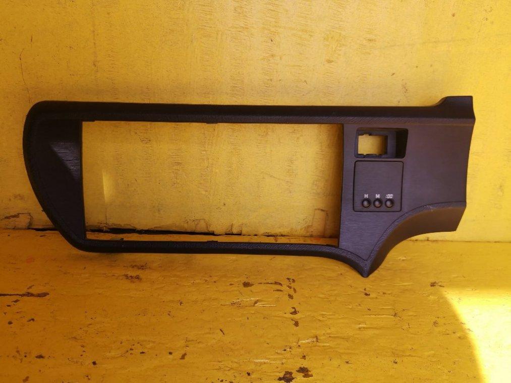 Консоль магнитофона Toyota Aqua NHP10 1NZFXE (б/у)