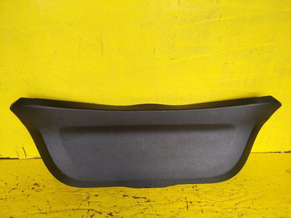 Обшивка двери багажника Toyota Vitz NSP135 1NRFE 4WD> (б/у)